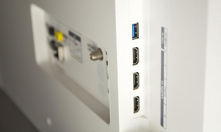 LG OLED55C7P side ports