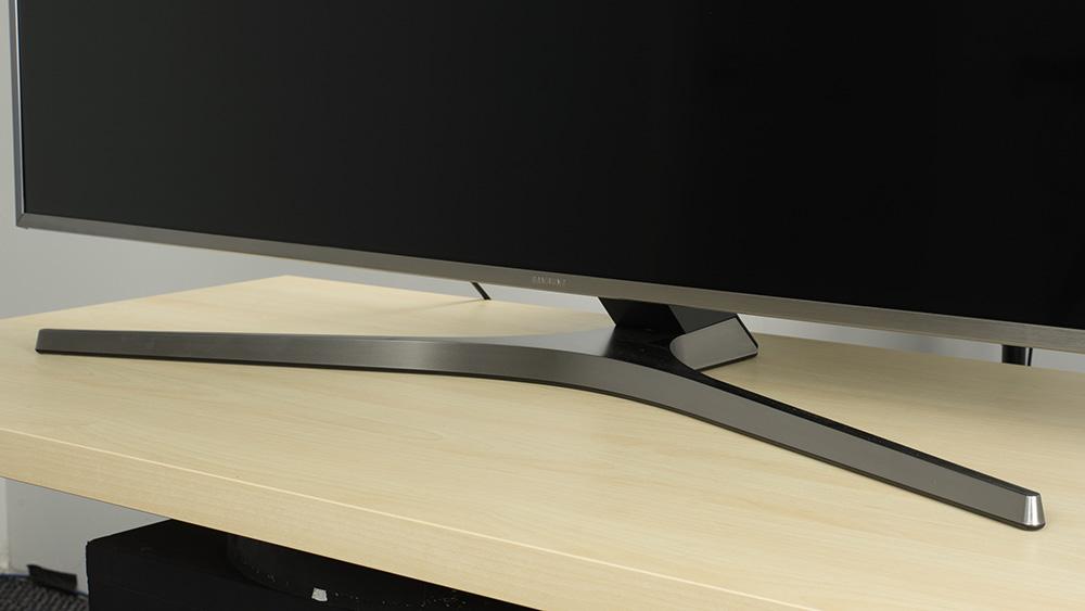 SAMSUNG MU7000 usa stand