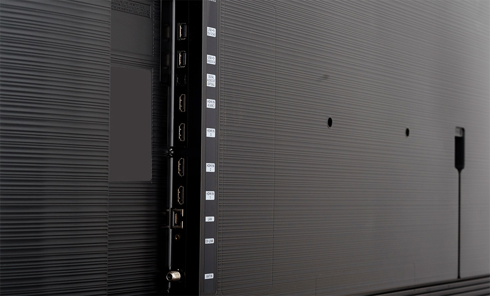 Samsung Q70R ports